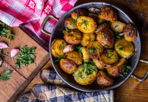 Fried potatoes with curry